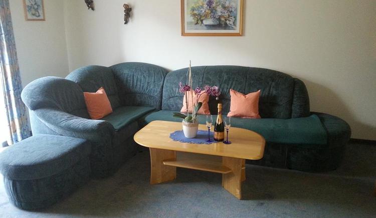 Couch in the living room (© Ferienwohnung Anna & Wilhelm Ebner)