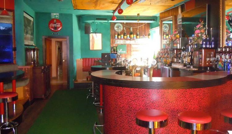 Bar Holywood - Caffé Eichhorn Weyregg am Attersee. (© Johanna Kiebler)