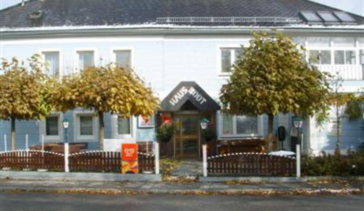 Bar mit Gastgarten