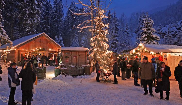 Die Bergweihnacht im verschneiten Gosautal. (© Viorel Munteanu)
