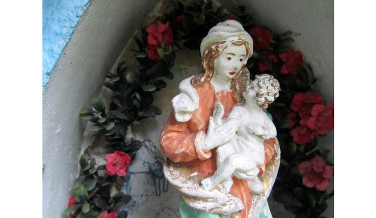 Blick auf eine Marienfigur