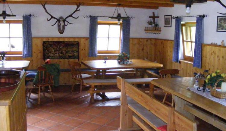 Dining area at the hut `Mittereggalm` (© Mittereggalm)