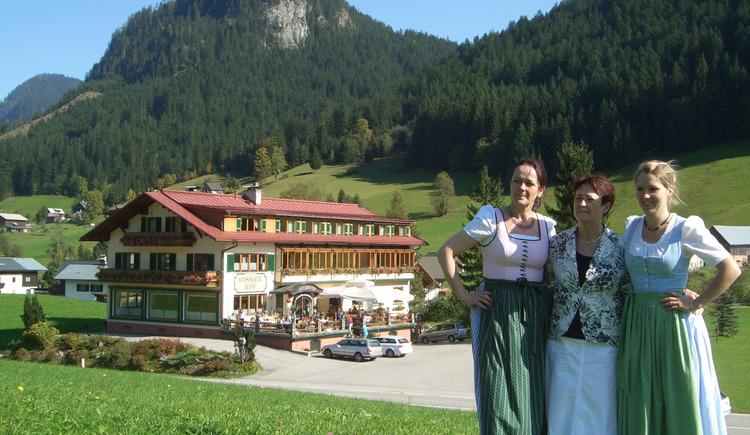 Die Damen vom Gosauerhof freuen sich auf Sie. (© Brigitte Laserer)