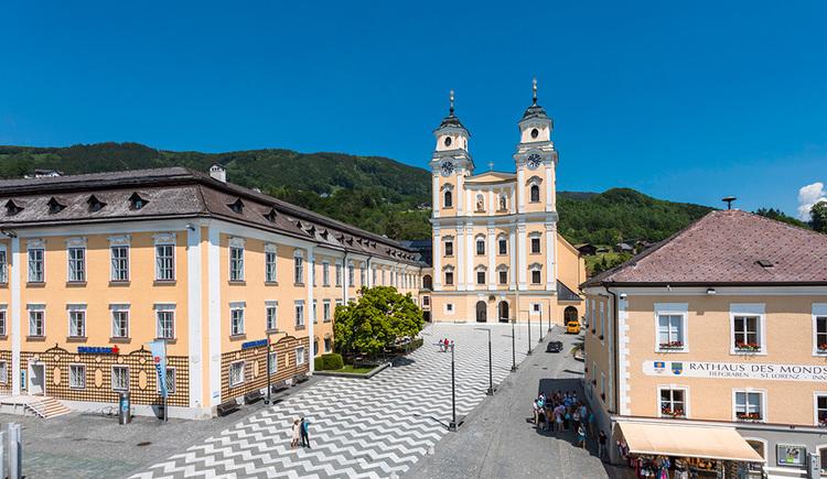 Die Basilika St. Michael am Mondseer Marktplatz. (© TVB Mondsee-Irrsee, Valentin Weinhäupl)