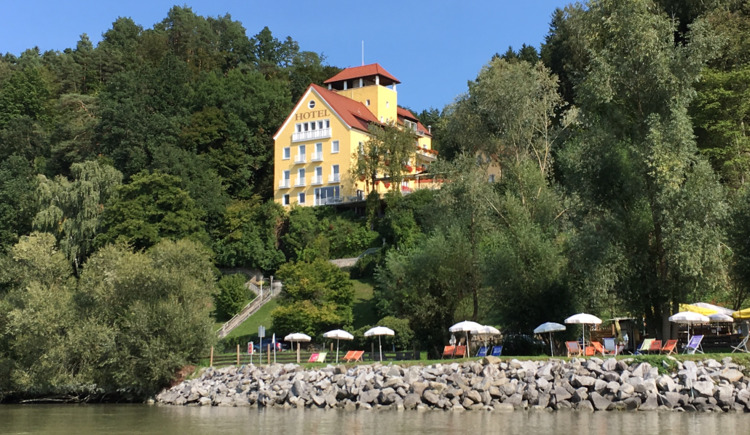 Hotel mit Donaustrand (© Faustschlössl Zauner OG)