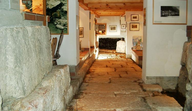 Besuchen Sie die archäologischen Ausgrabungen im Keller des Sport Geschäfts Janu während der Öffnungszeiten. (© Johannes Janu)