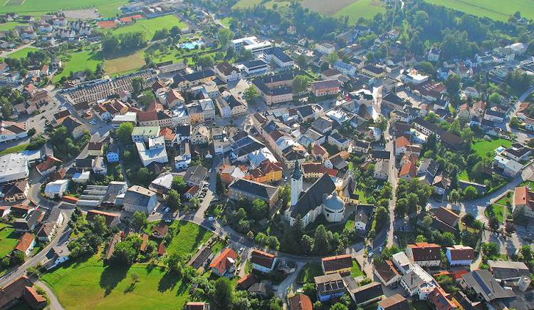 Luftaufnahme Stadt Peuerbach (© Wolfgang Oberlehner)