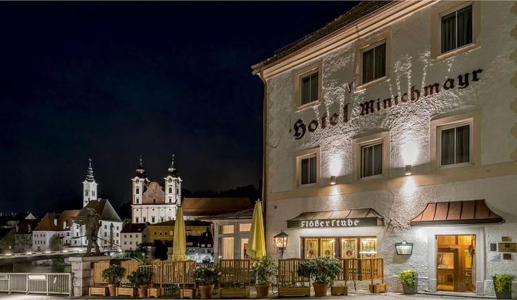 Hotel Minichmayr bei Nacht