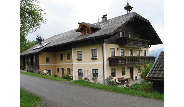 Blick auf das Haus mit Balkon