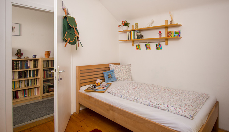 The single room at Haus am Bach is comfortably furnished.