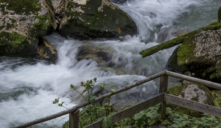 The romantic hike through the Echern Valley ends up at the waterfall Waldbachstrub.