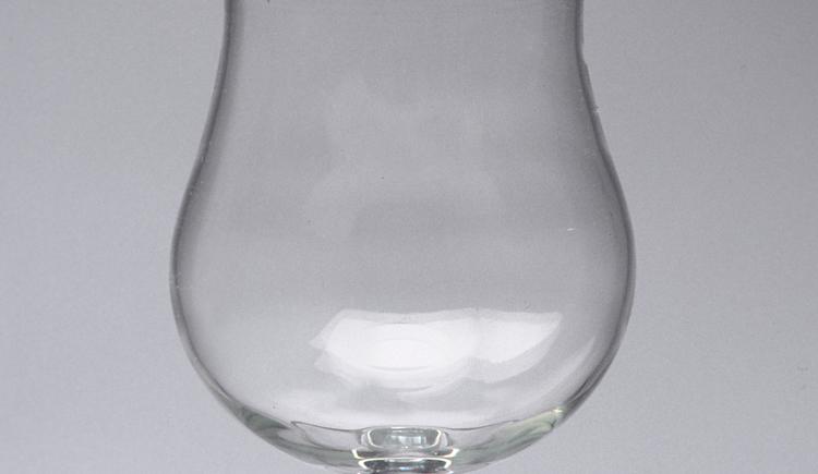 single malt whiskyglas, formfrei mundgeblasen aus hartglas, thom feichnter, aschach a.d.donau. (© roman fuchs)