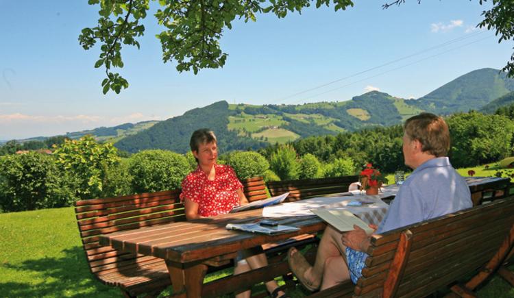 Ferienhof am Landsberg, Familie Reinthaler: Blick vom Hof aus ins Land