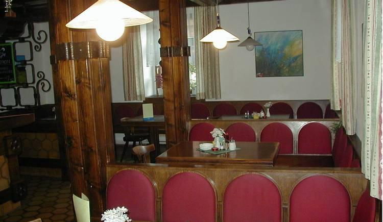 Biebel Kirchenwirt innen Gaststube.jpg