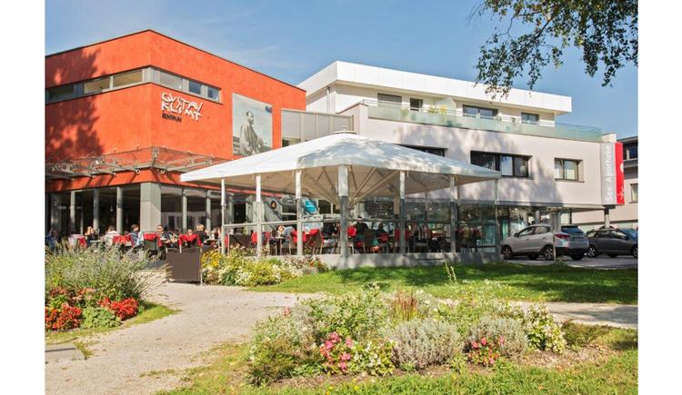Aussenansicht vom Gustav Klimt Zentrum in Schoerfling am Attersee in Kammer. (© Mag. Brigitte Klein)