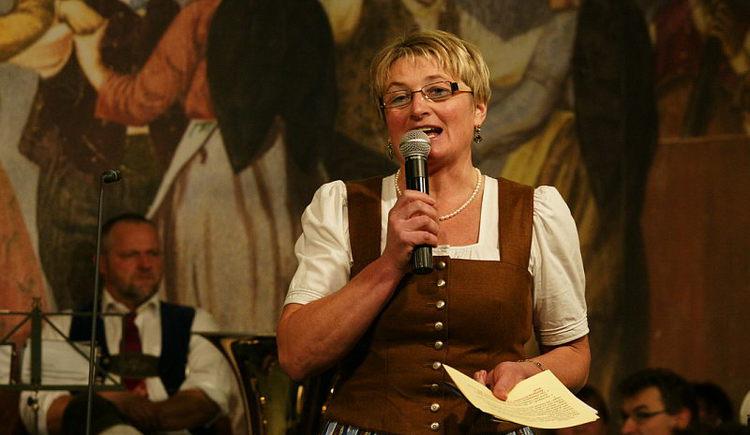 Gstanzlsingen Maria Kastinger Moderation.jpg (© innviertel-tourismus.at)