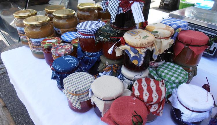 leckere Marmeladen beim Bauernmarkt (© Maria Eisl)