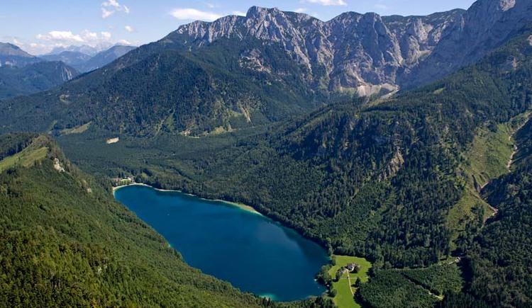 Luftaufnahme Vorderer Langbathsee (© Ferienregion Traunsee)