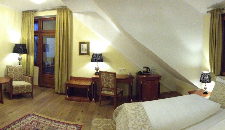 A Panorama view of the Juniorsuite at Seehotel Grüner Baum directly at the Lake Hallstatt.