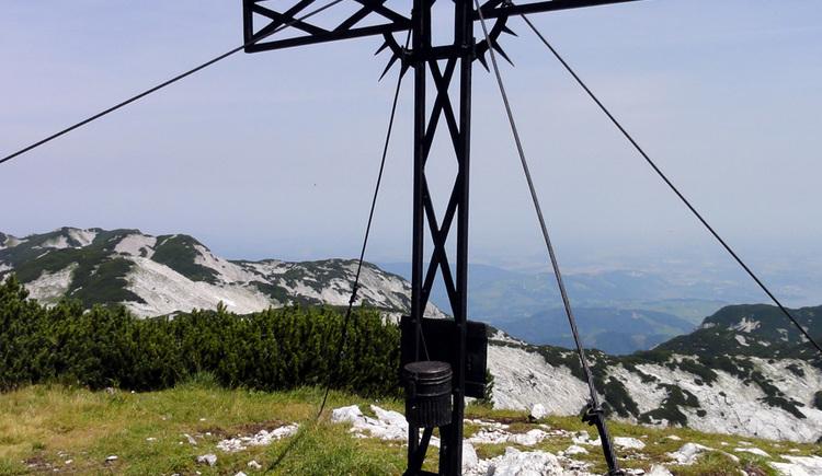 Gipfelkreuz Höllkogel (© Alpenverein Sektion Ried)