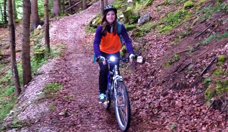 Spielerisch vermitteln wir Grundlagen des Mountainbikens und lassen dabei Spaß und Freude in der Natur nicht zu kurz kommen. (© pyhrnpriel-mountainbike)