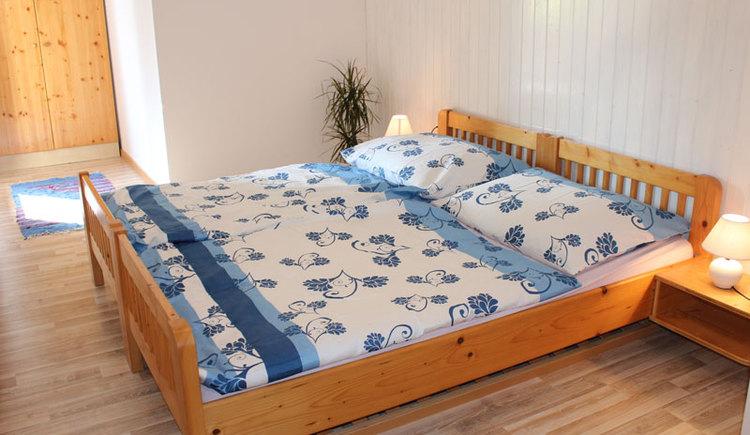 Schlafzimmer: Ferienwohnung Mair-Zeininger in Sankt Georgen im Attergau