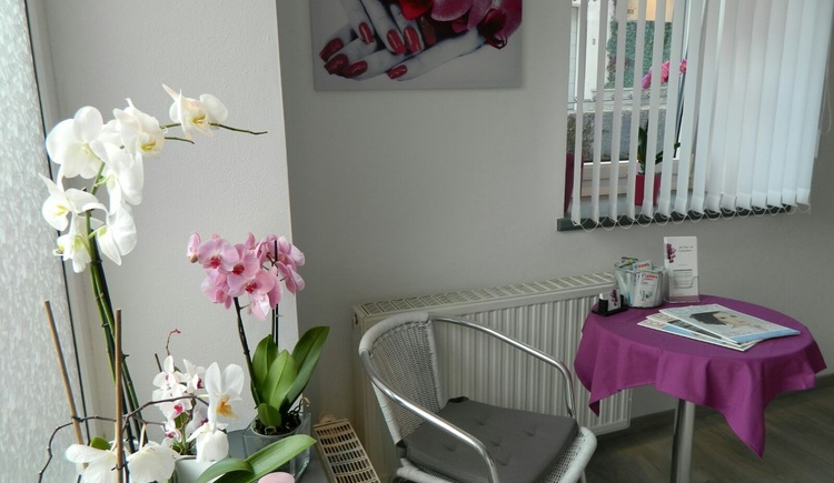 Take a seat and relax in the hand and foot care studio in the center of Bad Goisern