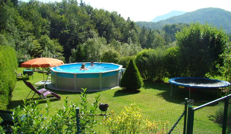 Garten mit Swimmingpool (© Landhaus Teufl Faistenau)