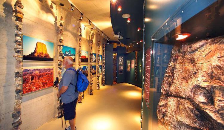 Ausstellung `Faszination Fels` im Panoramaturm (© Nationalpark OÖ Kalkalpen)