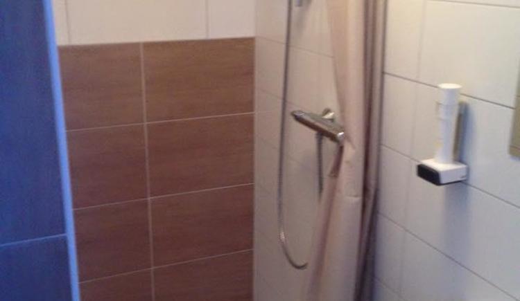 Dusche, WC im Einzelzimmer