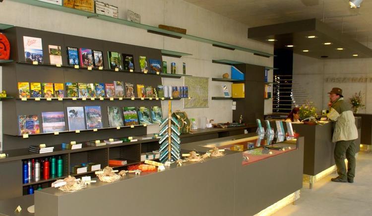 Shop im Nationalpark Panoramaturm Wurbauerkogel (© TVB Pyhrn-Priel/Haijes)