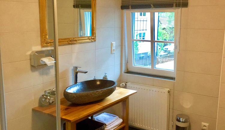 Die gemütliche Pension im Welterbeort Hallstatt. Alles Zimmer sind mit Dusche/WC ausgestattet. (© Fenix Hall)