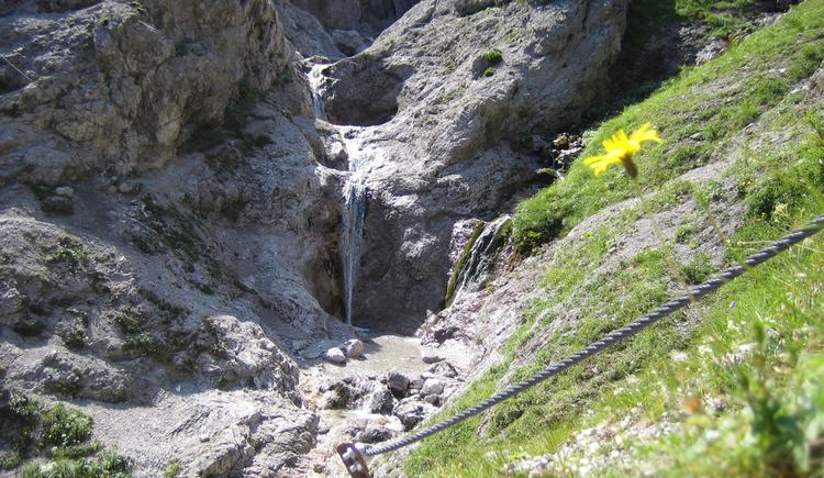 Wasserfall am Dolomitensteig (© Kniewasser)