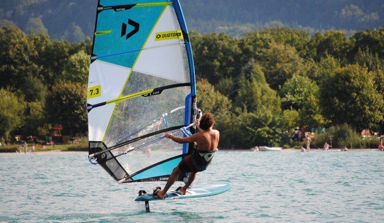 Sportcamp Raudaschl Foil Surfer. (© Sportcamp Raudaschl Mirja Geh)