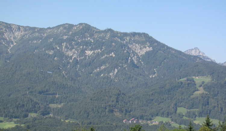 From the parking Predigstuhl you can enjoy a magnificent view of the Goiserer Valley and the surrounding mountains.
