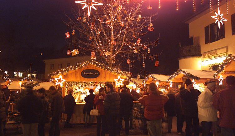 Postplatz von St. Wolfgang in weihnachtlicher Stimmung. (© WTG)