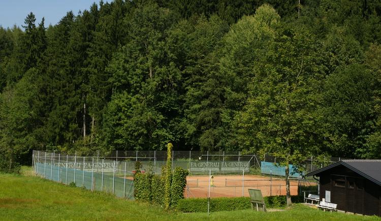 Tennisplatz, Badesee Pramet