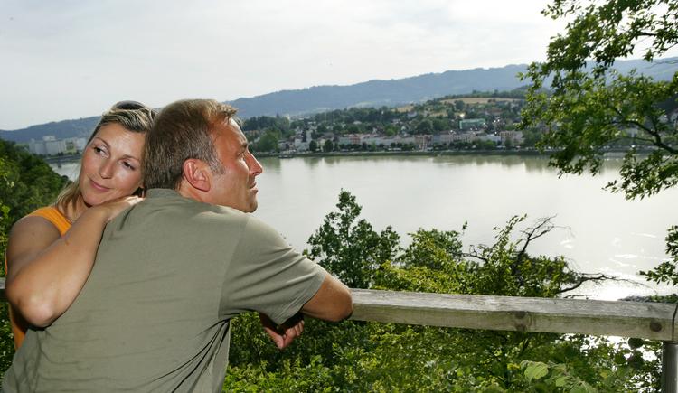 Wandern am Donausteig - Blick auf Aschach.