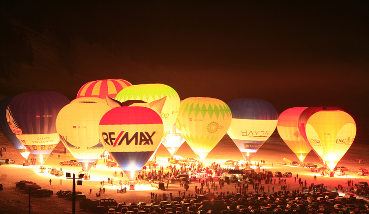 The night of hot air balloons in Gosau. (© Hotel Gasthof Gosauschmied)