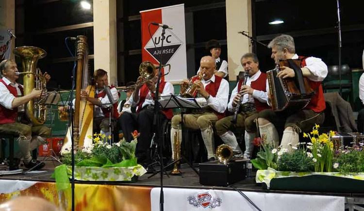 Verschiedene Musikgruppen beim Sänger- und Musikantentreffen (© WTG)