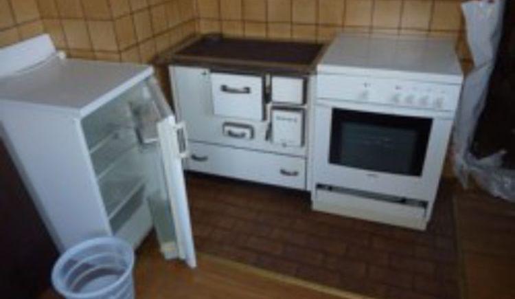 Herd und Kühlschrank im Haus Tarzi