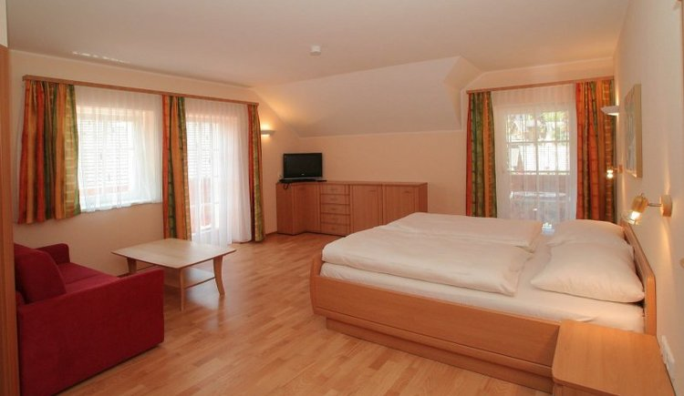 The rooms at Gasthof Weißes Lamm are modern furnished.