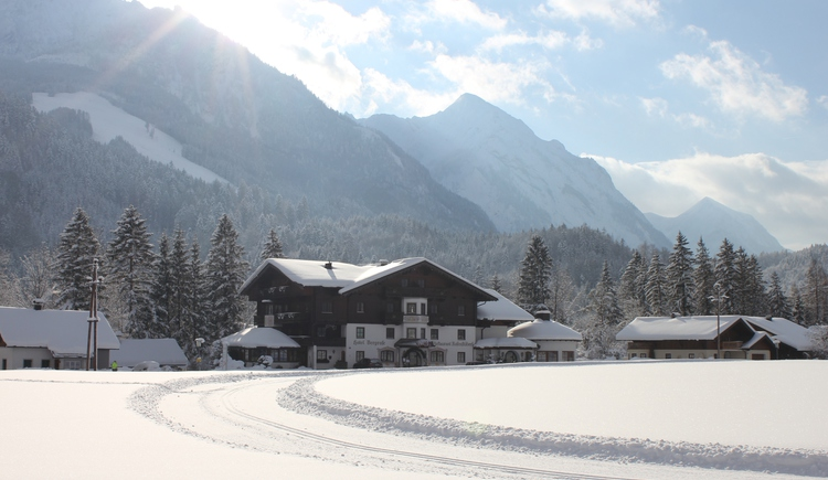 Das Hotel Bergrose in Strobl am Wolfgangsee im Winter. (© Bergrose)