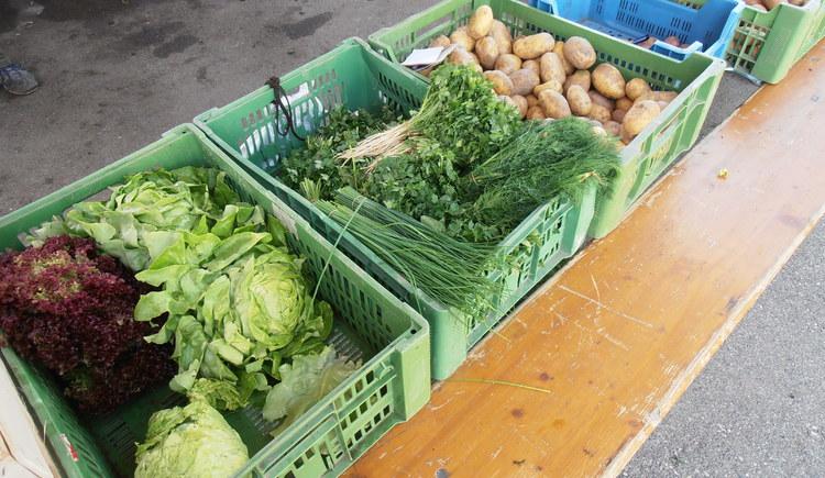 Gemüse aus der Region am Strobler Bauernmarkt (© Maria Eisl)