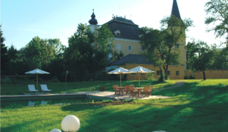 Hotel Schloss M\u00fchldorf - Garten. (© Hotel Schloss Mühldorf)