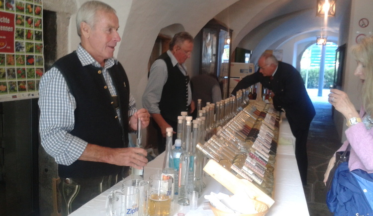 Every year the Schnapsdunstkreis of Bad Goisern is also a part of this violin festival.Here in the Höplingerhaus a large selection of different Schnaps can be tasted. (© FR Dachstein Salzkammergut, Ebenlechner)
