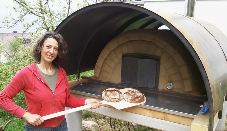 Brotbackkurs - Broteinschieben (© Brot&Leben, Helga Graef)
