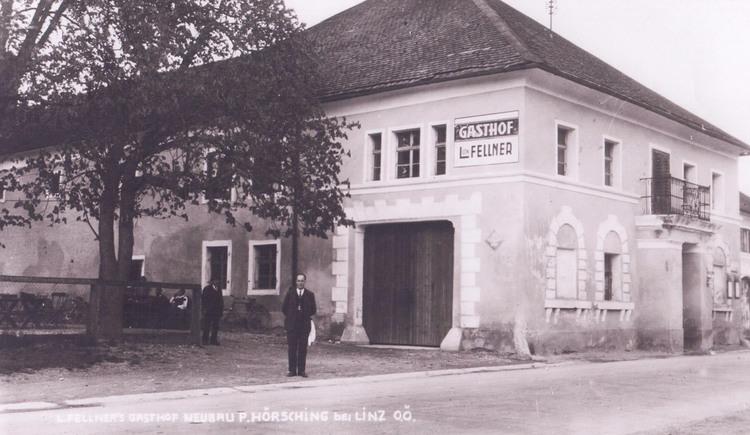 Aufnahme von früher - alte Außenansicht vom Gasthof Mandorfer