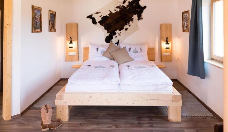 Schlafzimmer (© Elisa Sommer - Big-Sky-Ranch)