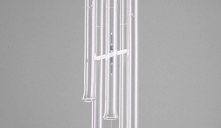windspiel aus glas für drinnen wie draußen. (© roman fuchs)